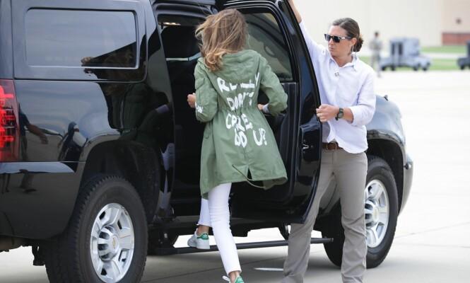 <strong>VEKKER OPPSIKT:</strong> Torsdag kveld ble Melania Trump avbildet i en jakke med påskriften «Really don't care. Do u?». Foto: NTB Scanpix