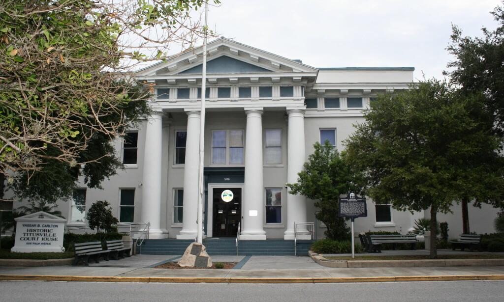 BLIR IKKE TILTALT: Fem personer som i fjor ble vitne til at 31 år gamle Jamel Dunn druknet i Cocoa i Florida, blir ikke tiltalt. De slipper dermed å møte her, i retten i Titusville i fylket Brevard. Foto: Wikimedia Commons