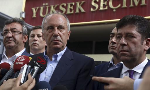 MOTKANDIDAT: Muharrem Ince er presidentkandidat for Republikansk folkeparti (CHP). Dersom ikke Recep Tayyip Erdogan får mer enn halvparten av stemmene i presidentvalget søndag, er det mest sannsynlig Ince som møter den sittende presidenten til andre runde 8. juli. Foto: AP / Ali Unal / NTB scanpix