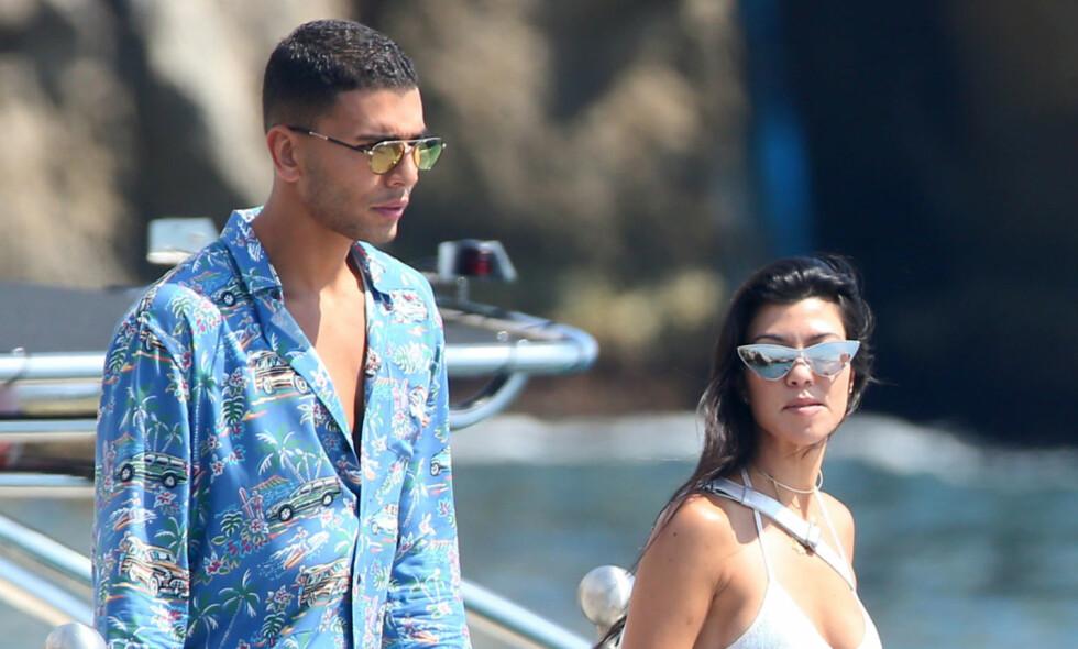 SOMMERFUGLER I MAGEN: Kjærligheten mellom Kourtney Kardashian og Younes Bendjima blomstrer om dagen. Her på en av flere ferier de har vært på i sommer. Foto: NTB Scanpix