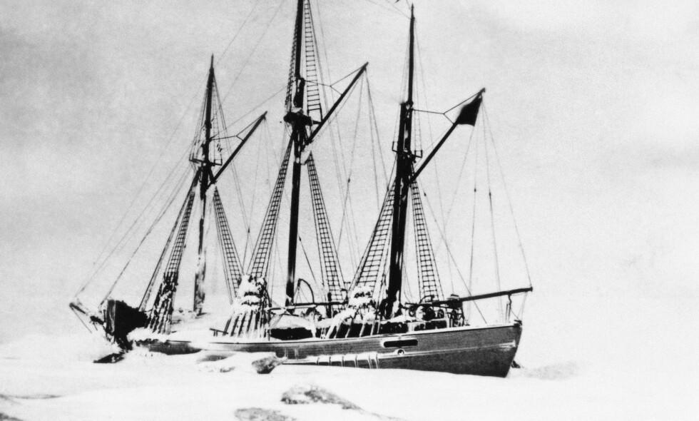 FROSSET FAST: Roald Amundsens polarskute «Maud» frosset fast i isen utenfor Sibir i 1923. Foto: NTB scanpix