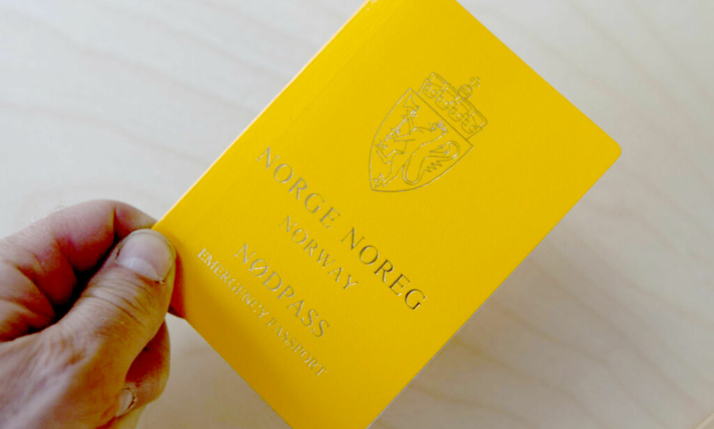 VENN I NØDEN: Flere forsikringsselskap dekker utgiftene til nytt pass eller nødpass i tillegg til medfølgende reiseforsinkelser så lenge passet er stjålet. Du må likevel huske at nødpass ikke funker i alle land. Foto: Terje Bendiksby/NTB Scanpix.