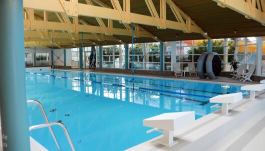 <strong>SVØMMEBASSENG:</strong> Svømme eller bade? Her er både scømmebasseng og badebasseng, i tillegg til barnebasseng for de aller minste. Foto: Kristin Sørdal