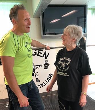 <strong>MOTIVERER ANDRE:</strong> Sammen med klubbleder Tor Engevik reiser Unni Olsen rundt på sykehjem over hele landet på fritiden for å motivere andre eldre til å trene. FOTO: Linn Merete Rognø