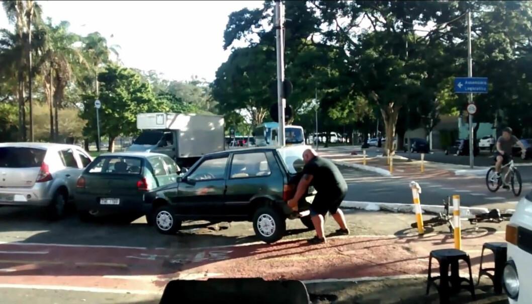 Mannen likte ikke at bilen hadde parkert i sykkelfeltet