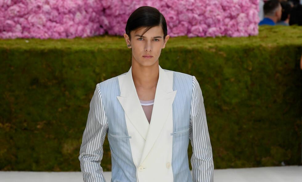 HURRA: Prins Nikolai, her fotografert på catwalken i Paris, ble denne uka uteksaminert fra videregående. Det måtte selvfølgelig feires. Foto: NTB scanpix