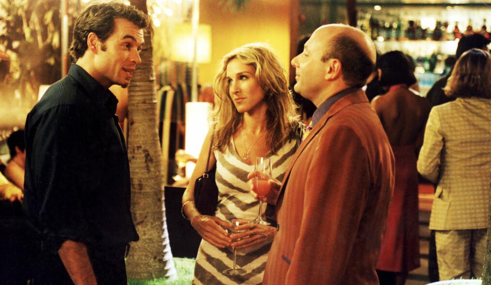 SEX OG SINGELLIV: I den seks sesonger lange HBO-serien, som gikk sin seiersgang i perioden 1998 til 2004, spiller Willie Garson (t.h.) karakteren Stanford Blatch - Carrie Bradshaws (spilt av Sarah Jessica Parker) homofile bestevenn. FOTO: HBO