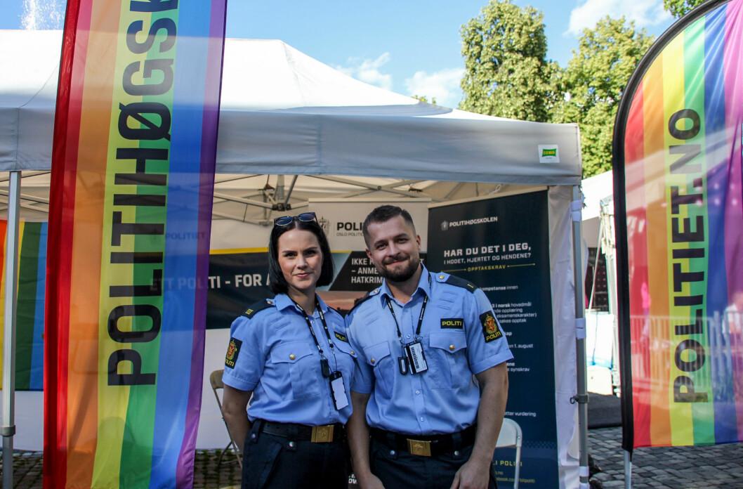 <strong>POLITIET:</strong> Også politiet og politihøgskolen hadde stand på festivalområdet til Oslo Pride. Foto: Camilla Hjelmeseth