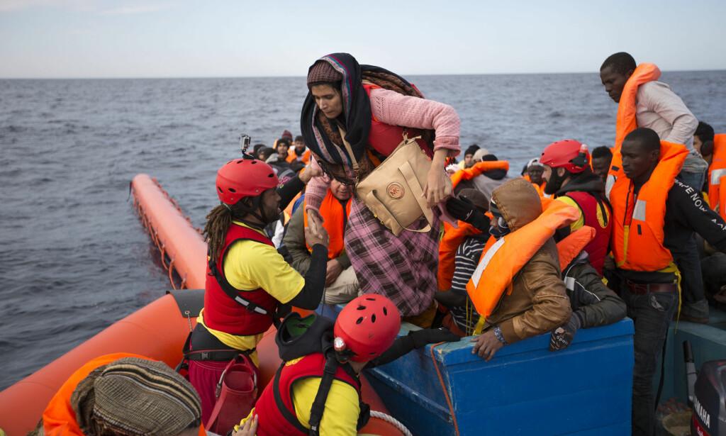 BLACK LIVES MATTER - OGSÅ PÅ MIDDELHAVET: Det er i all hovedsak mennesker på flukt fra afrikanske land som drukner i dag, og de som synker ned på havets bunn, får heller ikke puste, skriver artikkelforfatteren. Arkivfoto: AP Photo/Emilio Morenatti, NTB Scanpix