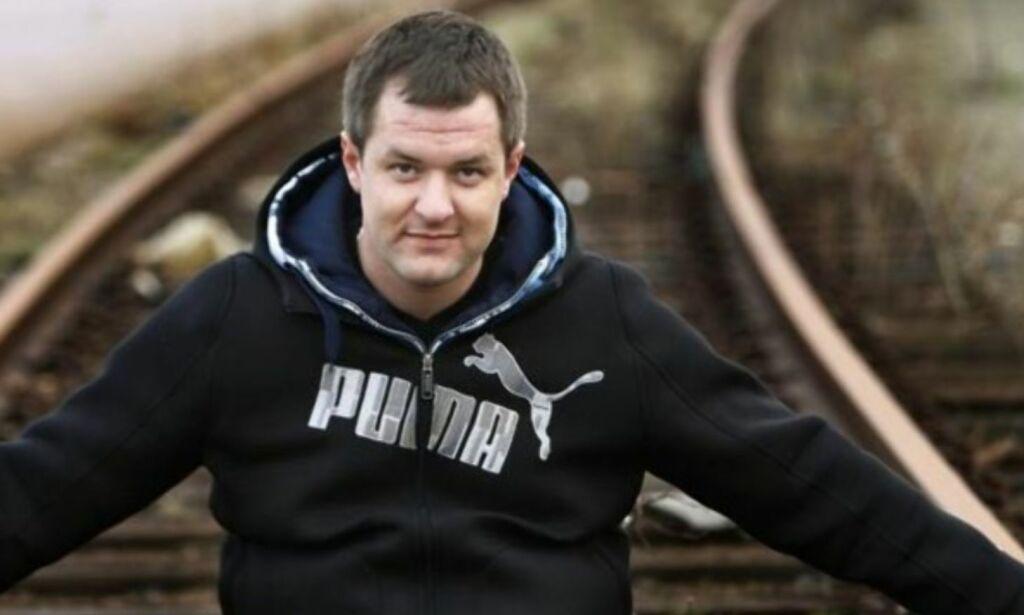 image: Tom Erik sovnet på togskinna. Det siste han husker er at lokomotivet kommer dundrende mot ham