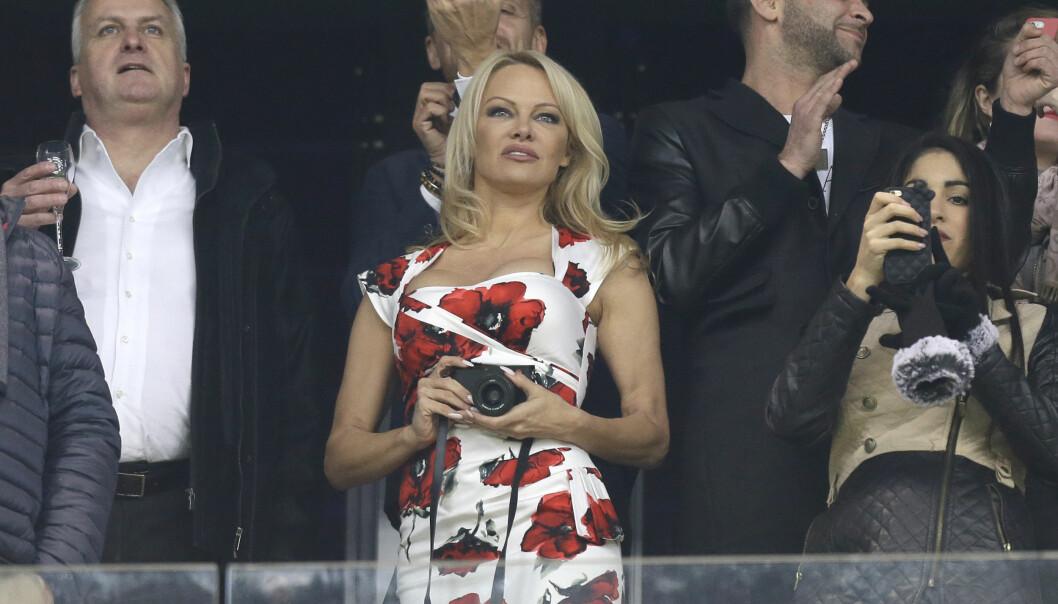 <strong>WAG:</strong> Pamela Anderson avbildet på fotballtribunen i Marseille i januar. Foto: NTB Scanpix