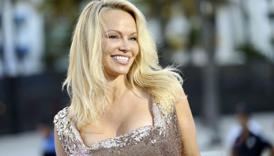 <strong>KLAR TALE:</strong> Den amerikanske skuespilleren og modellen Pamela Anderson (50) gjør det tydelig at hennes franske fotballkjæreste ikke har et såkalt sexforbud under mesterskapet i Russland. Foto: NTB Scanpix