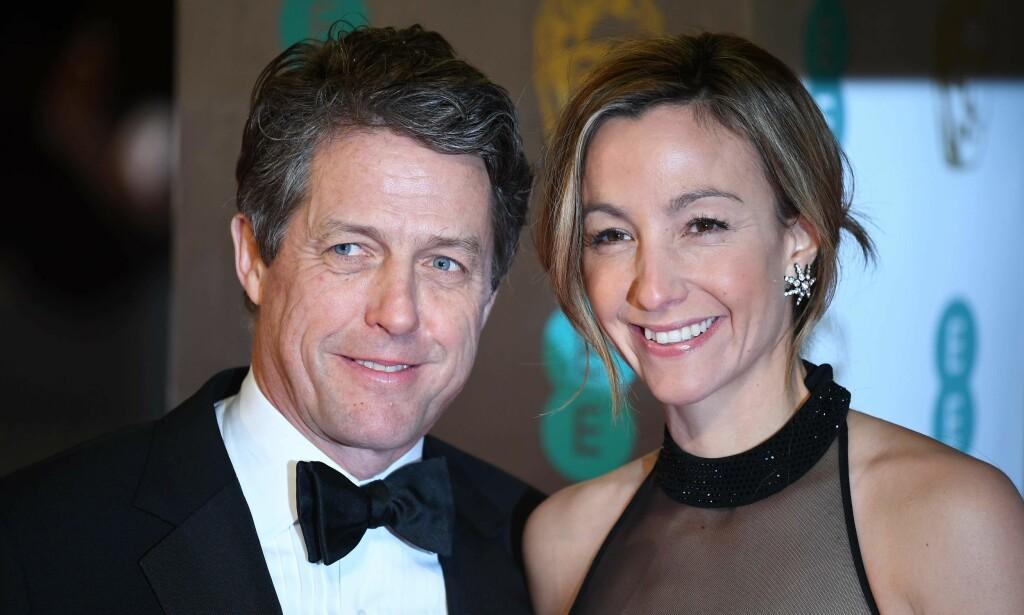 SKREMMENDE: Den britiske skuespilleren Hugh Grant (57) og han svenske kone Anna Eberstein var nylig på bryllupsreise i Paris. Nå forteller Grant om en taxitur som tok en dramatisk vending. Foto: NTB Scanpix