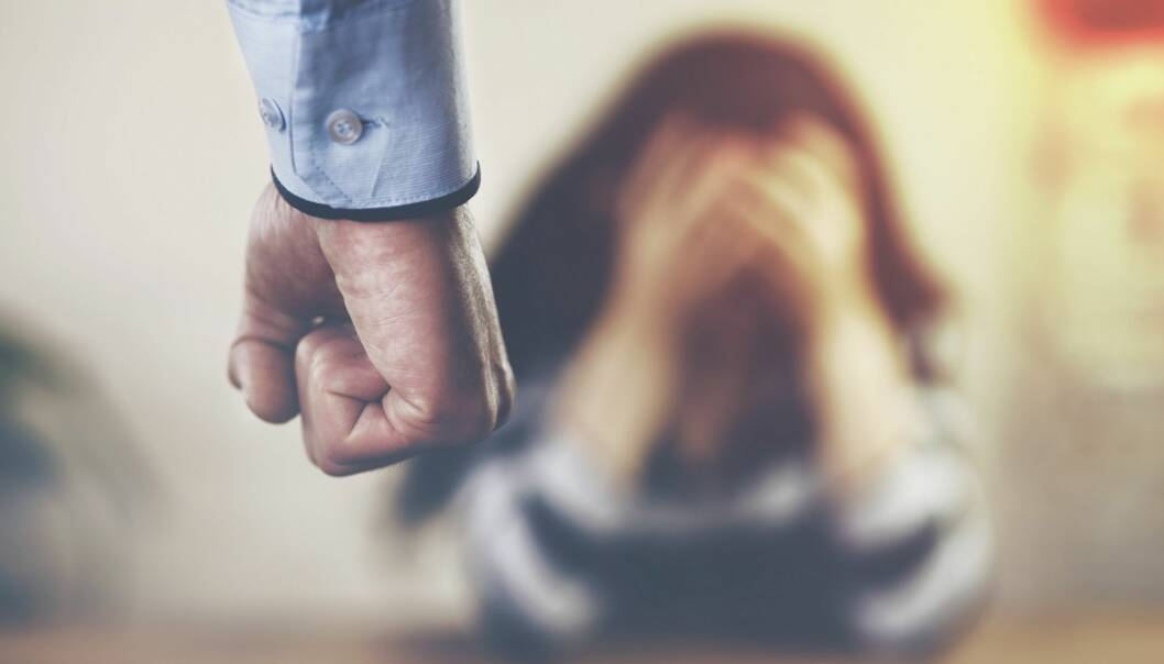 VOLD: Det kan være veldig vanskelig å komme seg ut av et voldelig forhold, sier ekspert. FOTO: Shutterstock