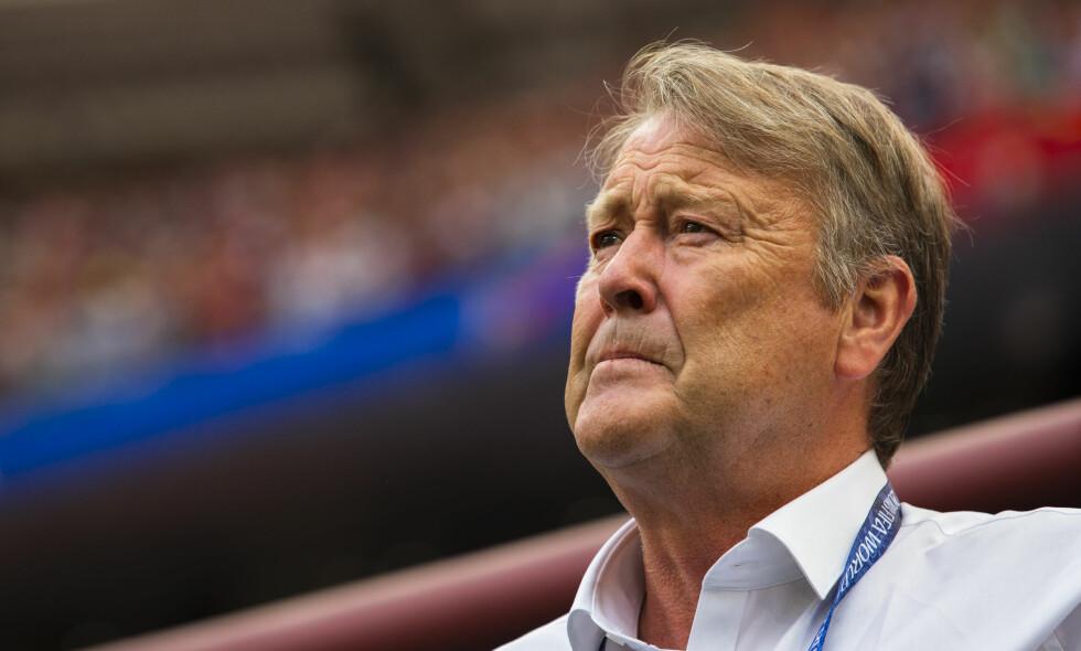 ROSER BENDTNER: Til tross for at Nicklas Bendtner er uaktuell for det danske landslaget, roser Åge Hareide dansken. Foto: Svein Ove Ekornesvåg / NTB scanpix