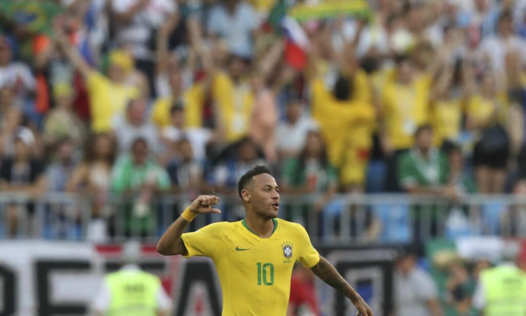 IKKE NOE BUD: Brasils superstjerne Neymar feirer 2-0-seieren over Mexico i åttedelsfinalen i VM i Russland. Foto: Thanassis Stavrakis / AP / NTB scanpix