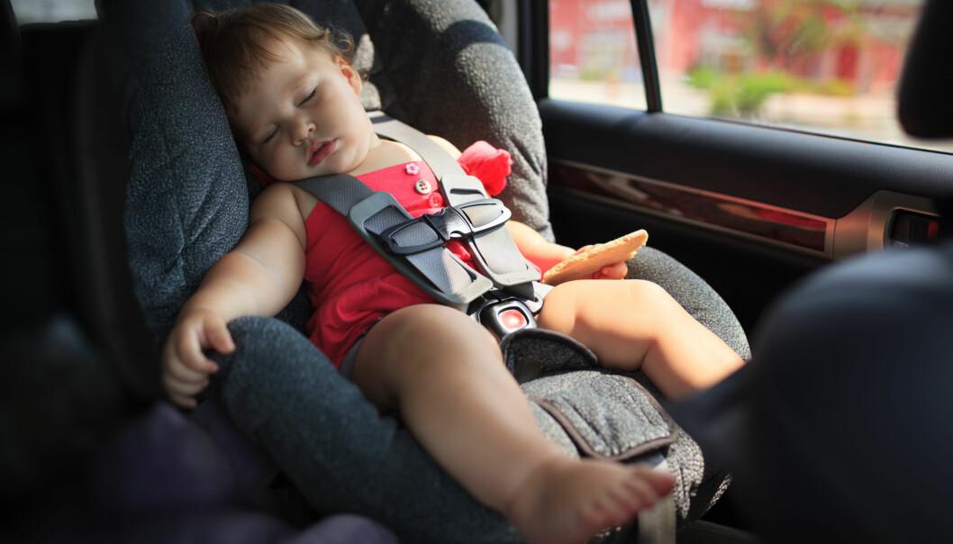 BARN I VARM BIL: Å etterlate barn i bilen en solskinnsdag kan få fatale følger. FOTO: NTB Scanpix