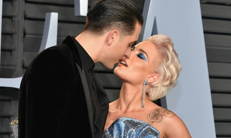 IKKE LENGER SAMMEN: Det er Halsey (t.h.) selv som har bekreftet at hun og G-Eazy trenger tid fra hverandre. Her er paret sammen på Vanity Fairs Oscar-fest i starten av mars. Foto: Dia Dipasupil/Getty Images/AFP/ NTB Scanpix