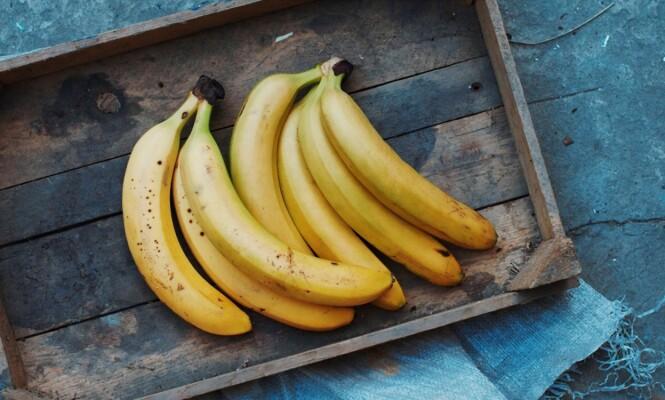 BANAN: Spis gjerne en banan før du legger deg, eller dagen derpå. FOTO: Shutterstock