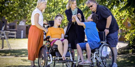 image: Ingen vil ha ansvaret for skolen til døvblinde Max (14) og Fredrik (15)