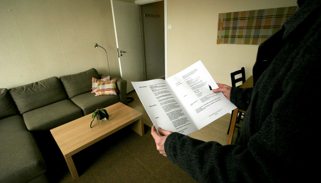 <strong>SLITER:</strong> Eldre som ikke eier bolig kan oppleve vanskeligheter med både å få leid leilighet, og få banklån. Foto: NTB Scanpix