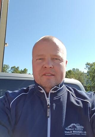 HJALP: Rune Madsen er daglig leder i firmaet der Charlotte Warth jobber som lastebilsjåfør. Da han fikk nyss om problemene hennes, trengte han ikke tenke to ganger før han strakk ut hånda. Foto: Privat