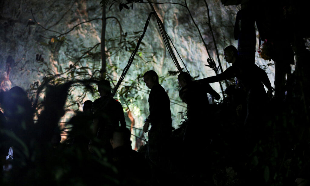 image: Slik jobber de for å få reddet guttene i grotta