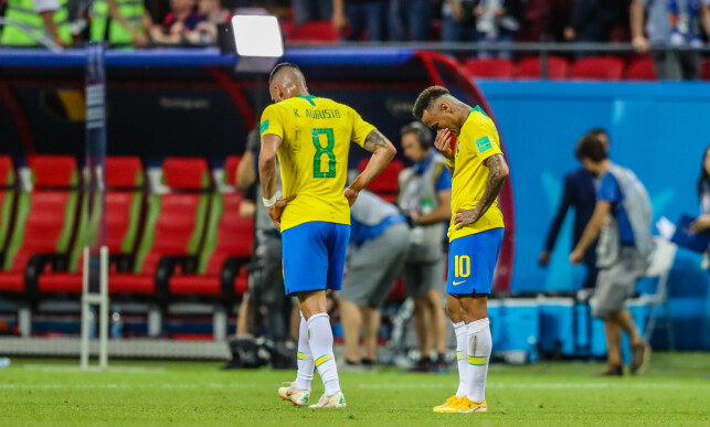 TØFT: Neymar (til høyre) og Renato Augusto var langt nede da exiten var et faktum. Foto: NTB scanpix