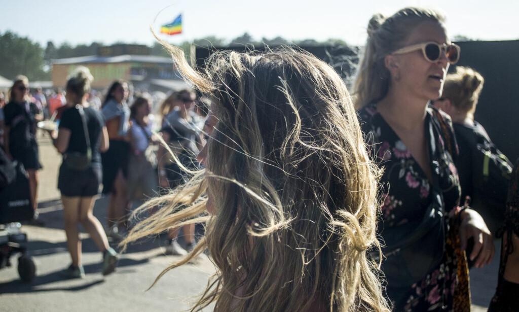 BRUKER «EMMA»: Australske Geena smuglet med seg MDMA inn på Roskildefestivalen. - Jeg vil bare klemme alle - og ha sex med dem også, sier 25-åringen om effekten tablettene gir henne. Foto: Ørjan Ryland / Dagbladet