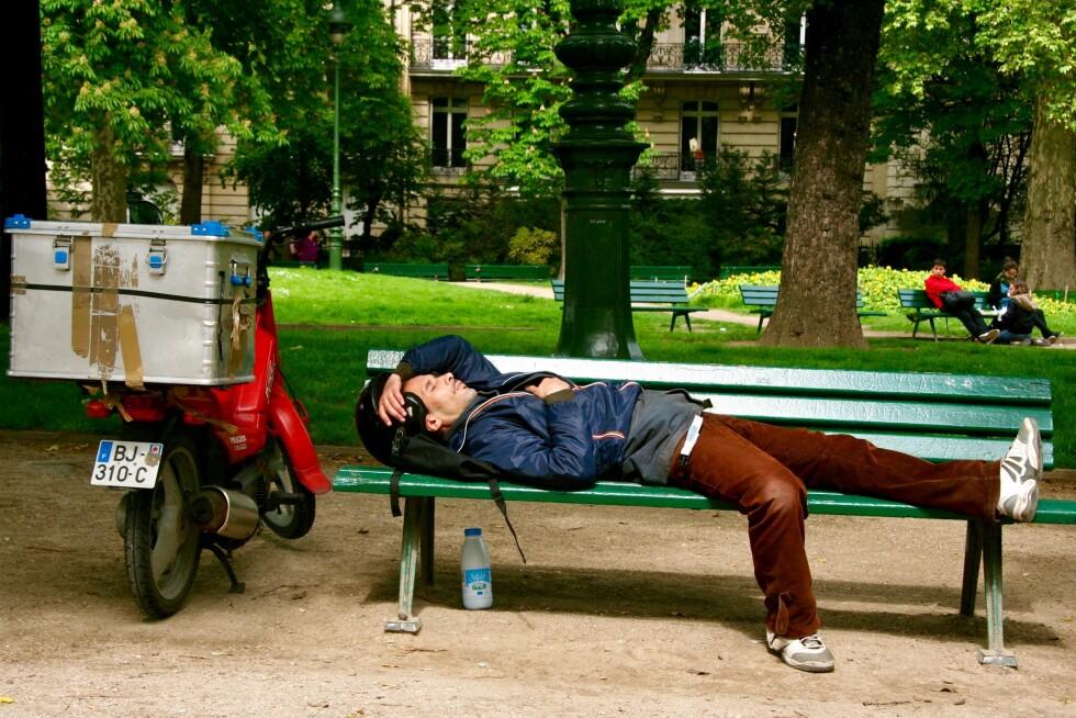 HVILEPULS: 16 millioner turister årlig, gjør Paris til en av verdens tre mest besøkte byer. Likevel finnes det byrom for hvile.