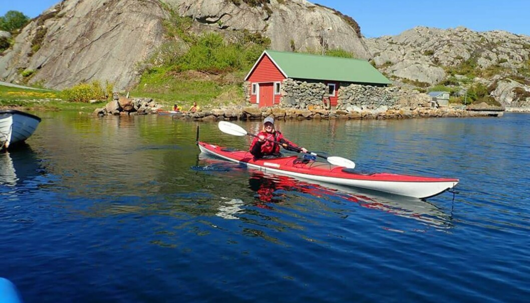 KAJAKKPADLING: - Det som fristet mest med kajakkpadling var at du får oppleve sjøen på en annerledes måte. Du har mulighet til å padle gjennom smale sund og utforske helt nye områder, sier Susanne til KK. FOTO: Sindre Hals