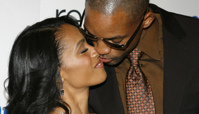 """Jada Pinkett Smith, left, gets a kiss from her husband Will Smith as they arrive for the world premiere of """"Reign Over Me"""" at New York University's Skirball Center for the Performing Arts Tuesday, March 20, 2007 in New York.  The film """"Reign Over Me"""" will open nationwide on Friday.  (AP Photo/Jason DeCrow)"""