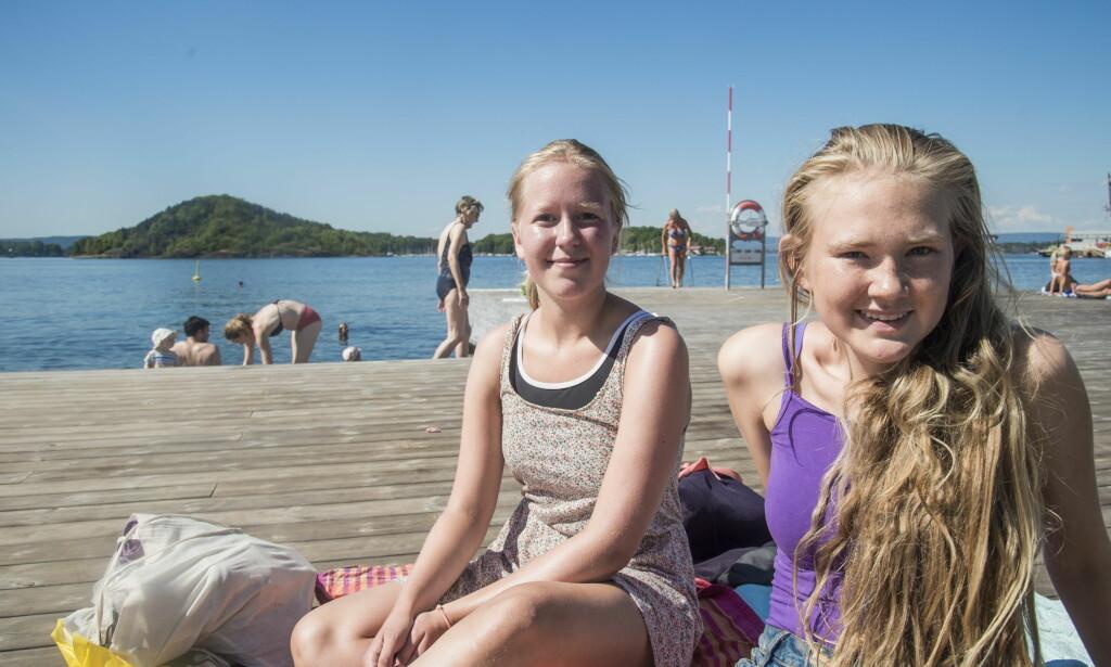 FERIE: Agnes (16) og Karin (16) er ofte og bader på Sørenga, og synes det er dumt at det skal gjøres utslipp midt i ferien. Foto: Andreas Lekang / Dagbladet