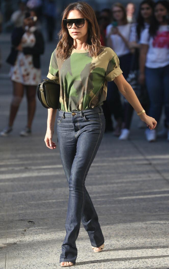 VICTORIA BECKHAM: Her er designeren selv i jeansen sin. Foto: Scanpix