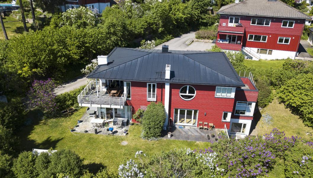 <strong>RENE LOTTO-GEVINSTEN:</strong> Henriette kjøpte en leilighet i dette røde huset etter bruddet med ektemannen. Nå er den solgt med saftig overskudd. Foto: Tor Lindseth / Se og Hør