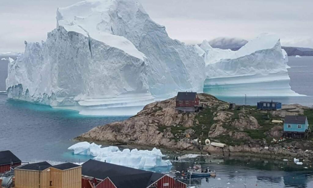 Deler av bygd på Grønland evakuert av frykt for enormt isfjell