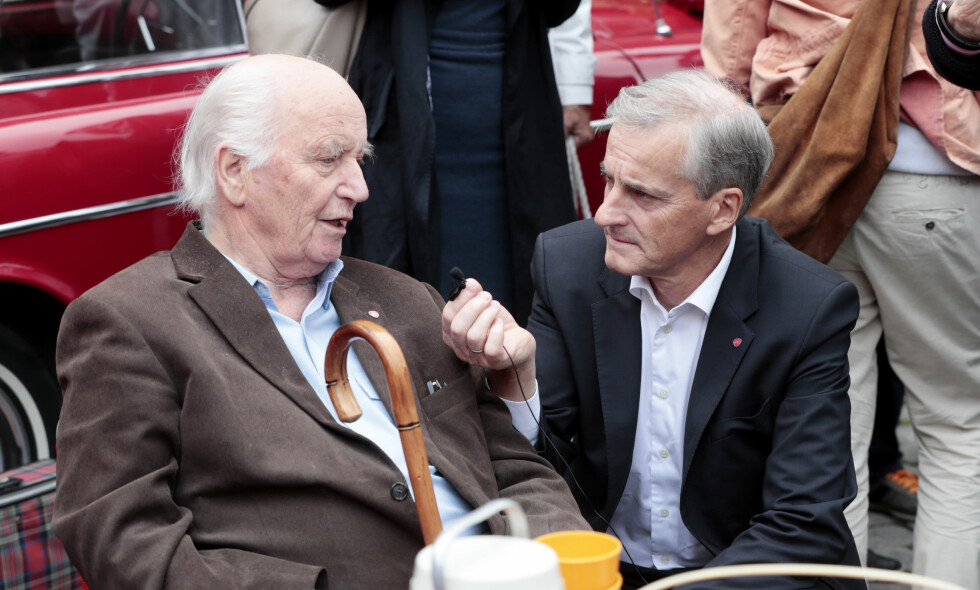 GIKK BORT: Thorvald Stoltenberg døde i dag, 87 år gammel. Arbeiderpartileder Jonas Gahr Støre er blant dem som har tatt til sosiale medier for å hylle den tidligere politikeren og diplomaten. Foto: Lise Åserud / NTB Scanpix