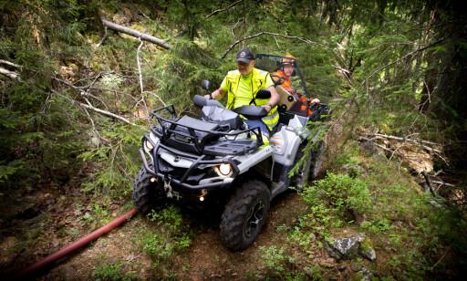BRATT TERRENG: ATV gjør jobben med å frakte folk og utstyr til brannen lettere.