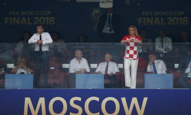 PROMINENT: FIFA-president Gianni Infantino holder president Vladimir Putin med selskap i stolen. Til venstre: Den franske presidenten Emmanuel Macron. Til høyre: Kroatias president Kolinda Grabar-Kitarovic. Foto: NTB scanpix
