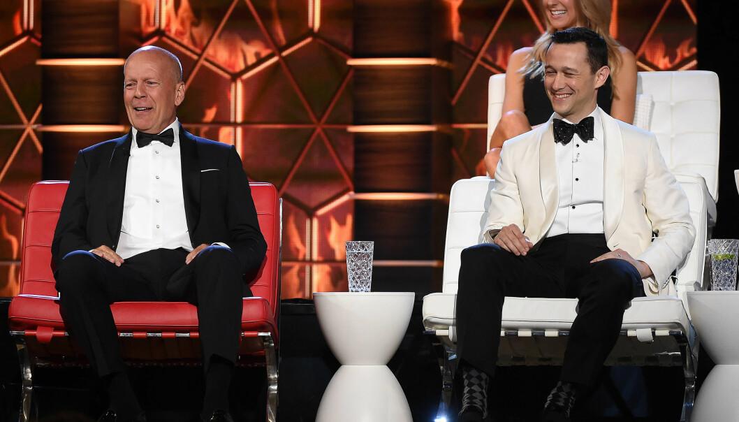 <strong>INGEN SURE MINER:</strong> Bruce Willis kunne ikke gjøre annet enn å ta imot, da han ble «roastet» av blant andre ekskona Demi Moore. Foto: NTB Scanpix