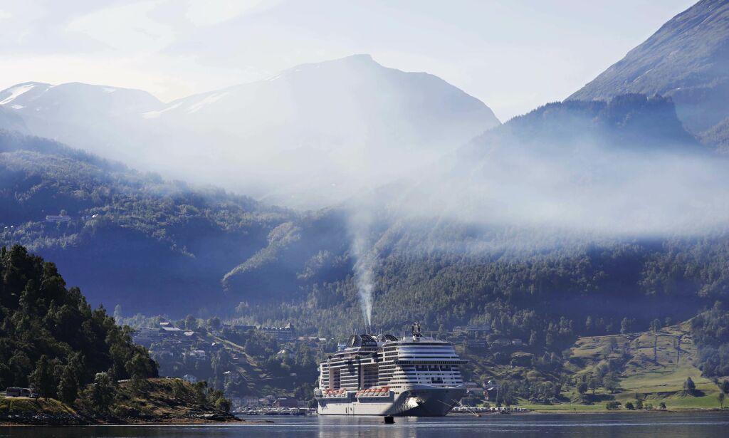 image: Advarte mot livsfarlig sommerluft. Så kom «monsterskipet» seilende inn fjorden