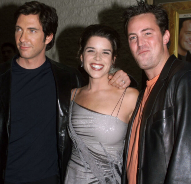 <strong>SKUESPILLERE:</strong> Dylan McDermott, Neve Campbell og Matthew Perry spilte sammen i filmen «Three To Tango» på slutten av 1990-tallet. Foto: NTB Scanpix