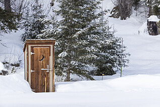 Nei, du trenger ikke lenger gå ut for å gå på do på hytta