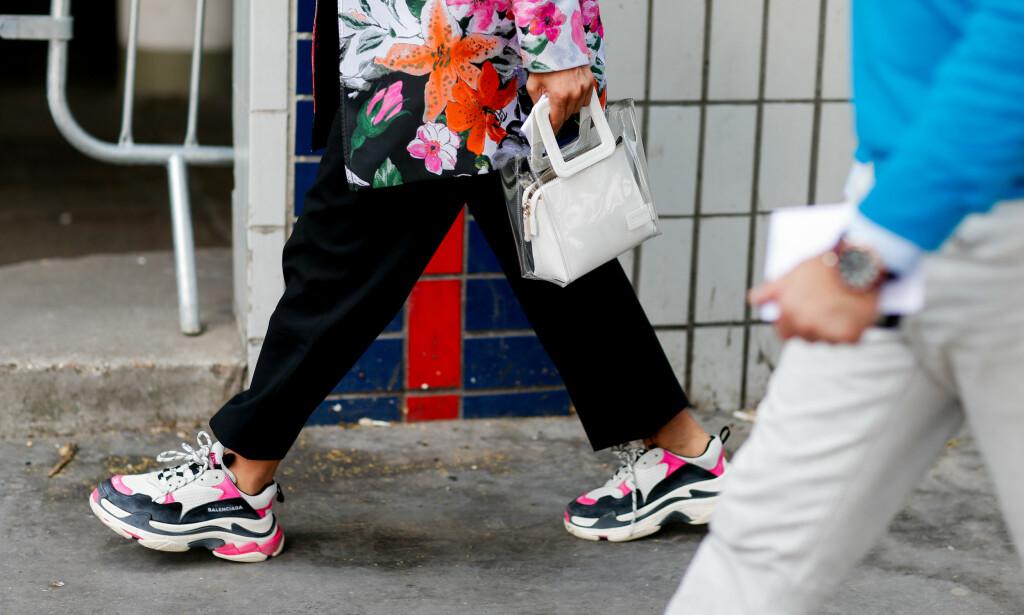 a5bef927 «CHUNKY» SNEAKERS ER IN: Fashionistaer verden over ser ut som en million  dollar. «