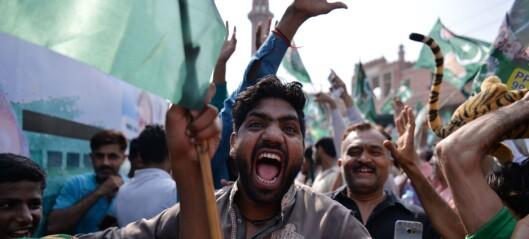 Pakistan vakler til valg
