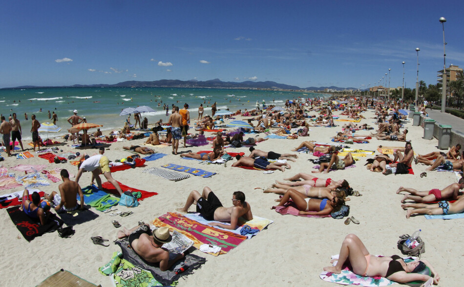 TIL AKSJON: I helga gikk aktivistgrupper i Palma til aksjon mot masseturisme. FOTO: Enrique Calvo / Reuters / NTB Scanpix