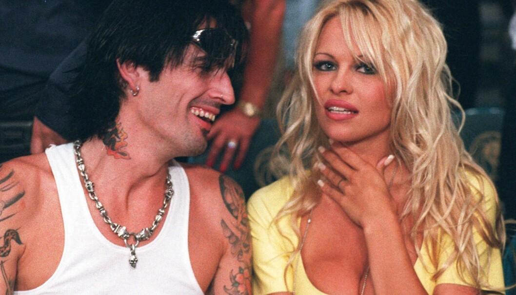 <strong>TRE ÅR:</strong> Pamela Anderson og Tommy Lee giftet seg i 1995 og gikk fra hverandre tre år senere. Her er de avbildet sammen i 1996. Foto: NTB Scanpix