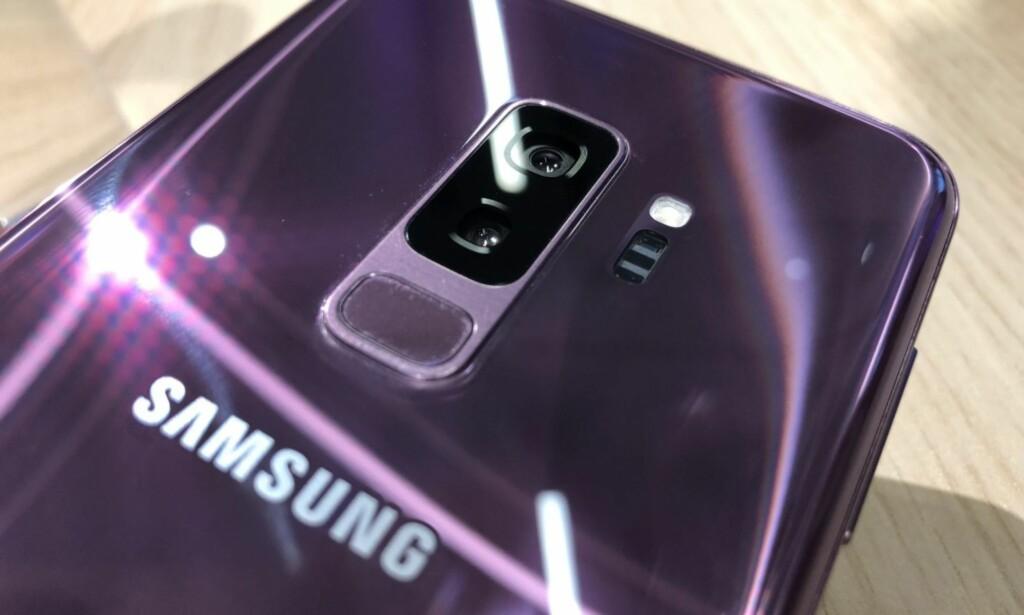 HØYESTE VERDI: Samsung-telefonen Galaxy 9+ er oppgitt til 8 på IP-skalen for vannbestandighet. Det betyr at den skal tåle å ligge en god stund under vann uten å bli ødelagt. Men nøyaktig hvor lenge og hvor dypt er det opptil Samsung selv å bestemme. Foto: Pål Joakim Pollen.