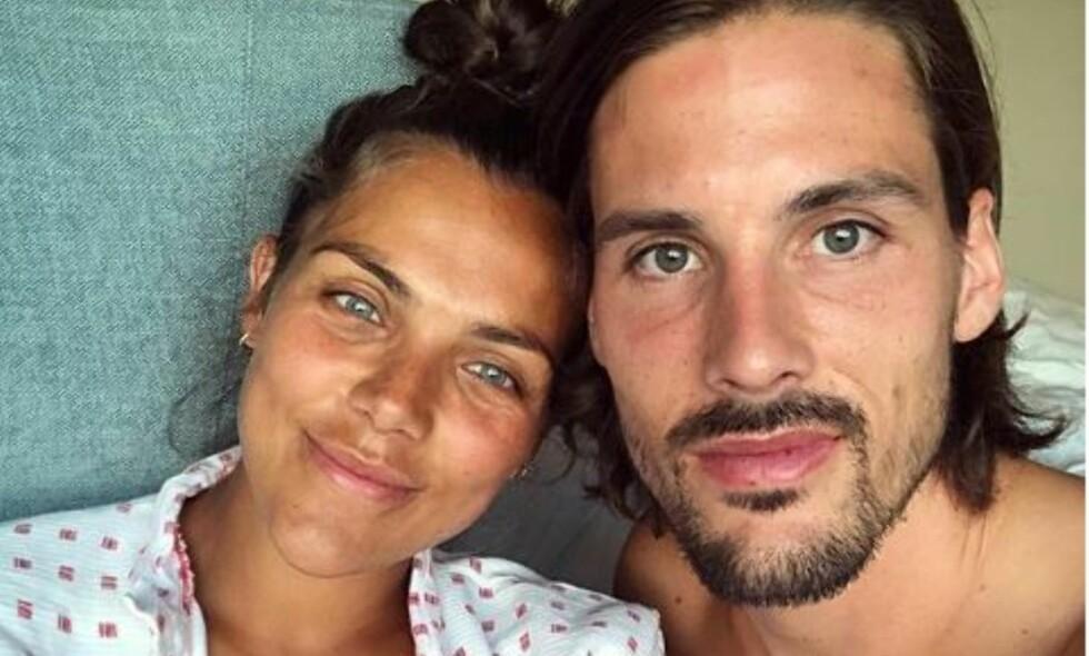 NYBAKTE FORELDRE: Torsdag kunne Jørgine Massa Vasstrand og ektemannen Morten Sundli dele det første bilde av deres nybakte sønn. Foto: Privat / Instagram