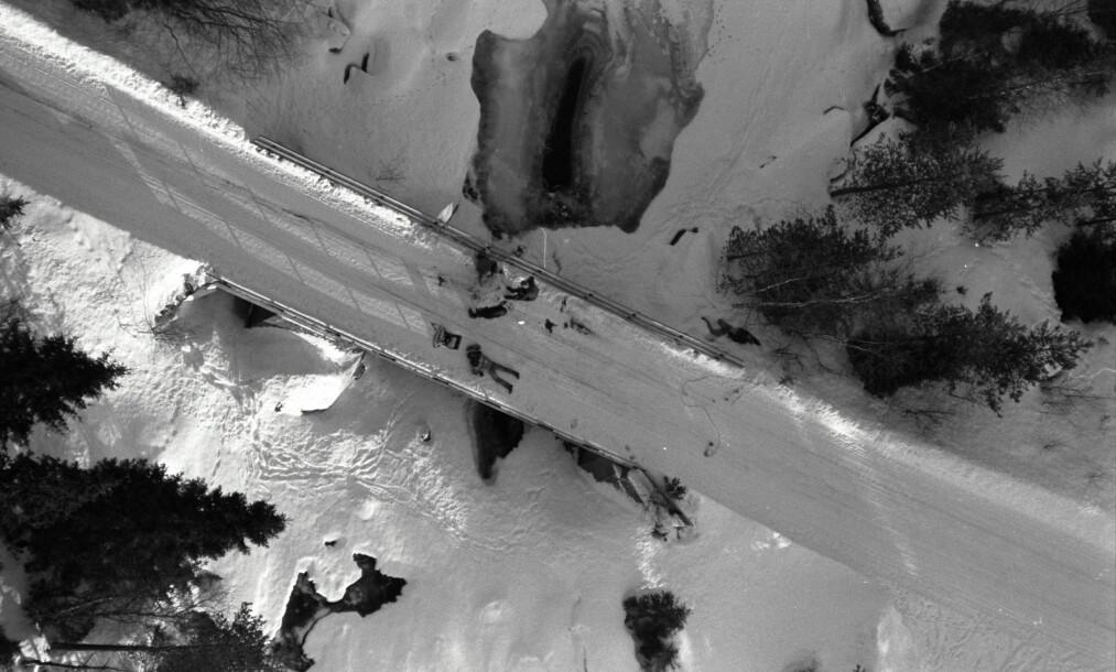 <strong>ÅSTEDET:</strong> Flyfoto over åstedet for Hadelandsdrapene. Her ble to menn, som ses på bildet, funnet drept. Foto: Geir Bølstad / Dagbladet